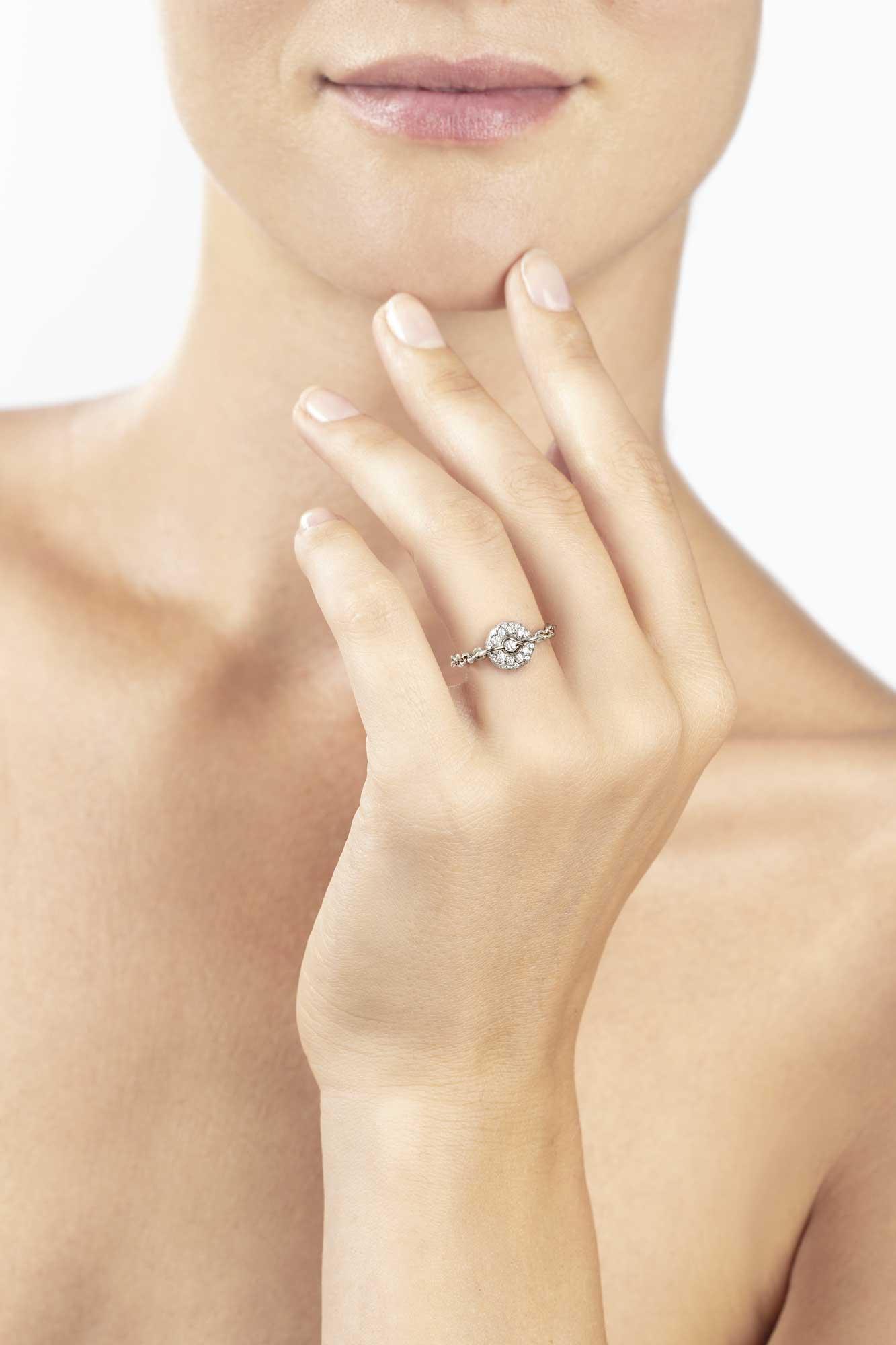 Anello a catenina in oro bianco e diamanti - gioielleria Canaglia Paris-Milan
